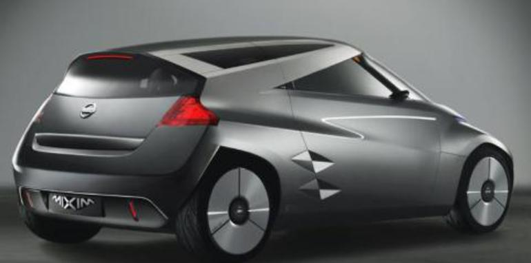 Nissan Mixim Rear