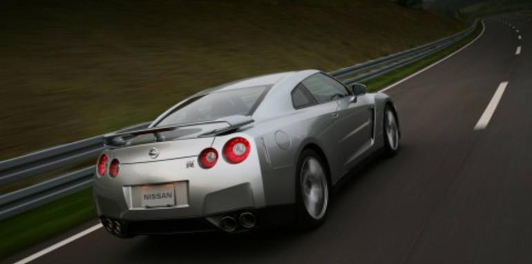 Nissan GT-R dips below 7:30 at Nurburgring