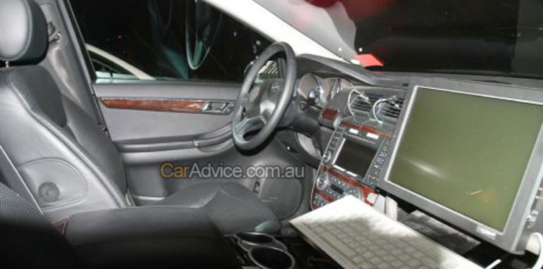 New Mercedes Benz R-Class spy photos