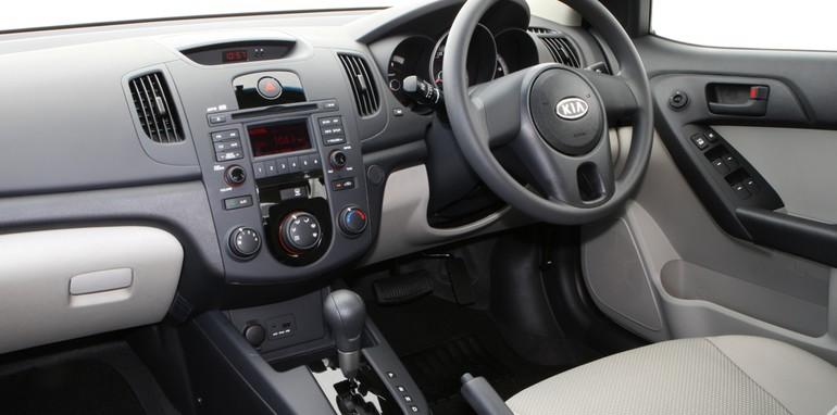 2009-kia-cerato-s-interior-01
