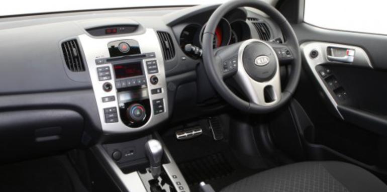 2009-kia-cerato-sli-interior-01.jpg