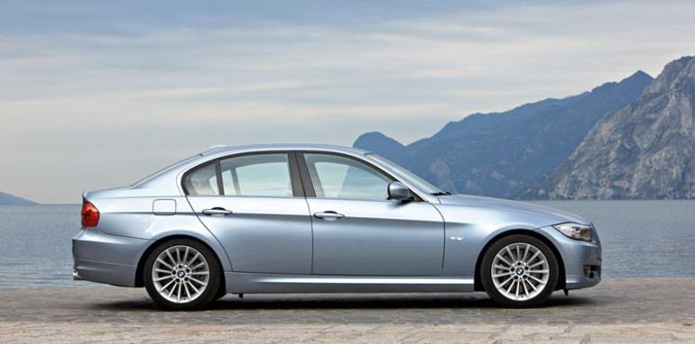 2009_BMW_335i_sedan+side_view