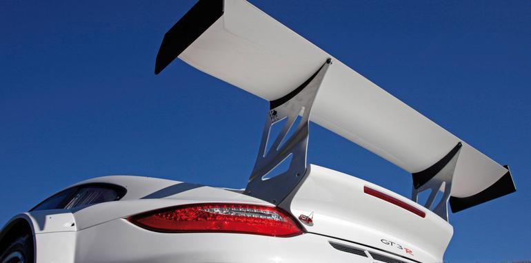 2010_Porsche_911_GT3_R_03