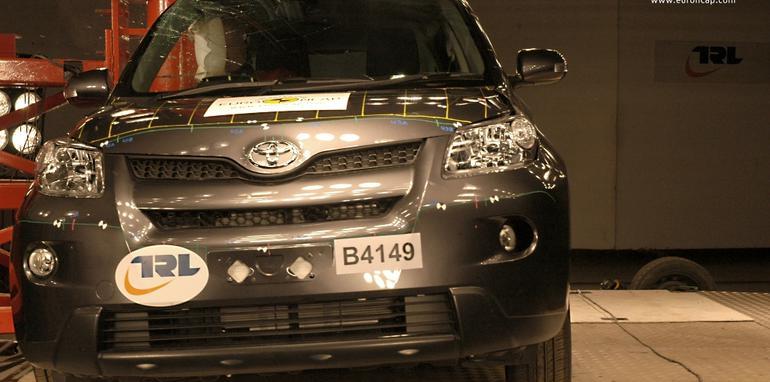 Toyota_Urban_Cruiser_2009_Pole