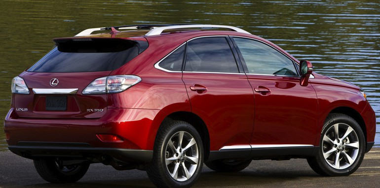 lexus rx recall 150 000 suvs affected by floor mat defect. Black Bedroom Furniture Sets. Home Design Ideas
