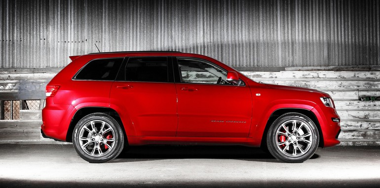 2012-Jeep-Grand-Cherokee-SRT8-Review-10
