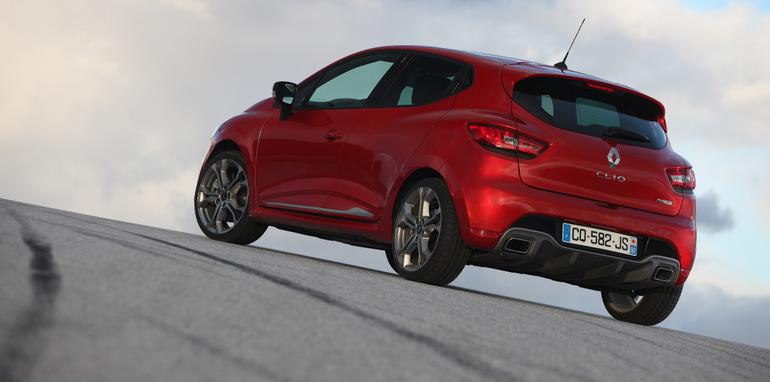 2014-Renault-Clio-RS-200-Review-39