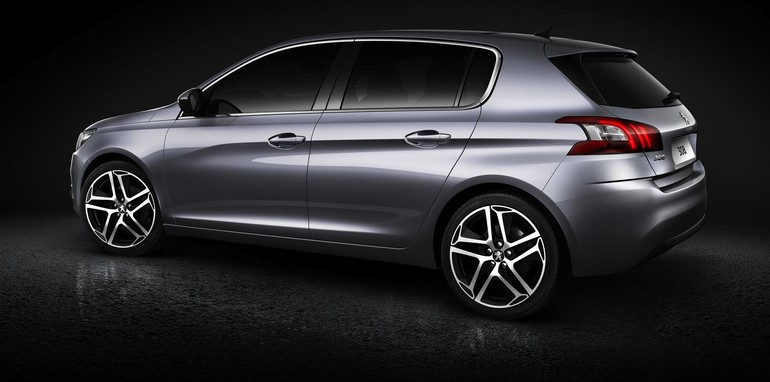 2013 Peugeot 308 side with rear
