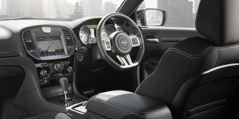 Chrysler-300-SRT8-Core-11