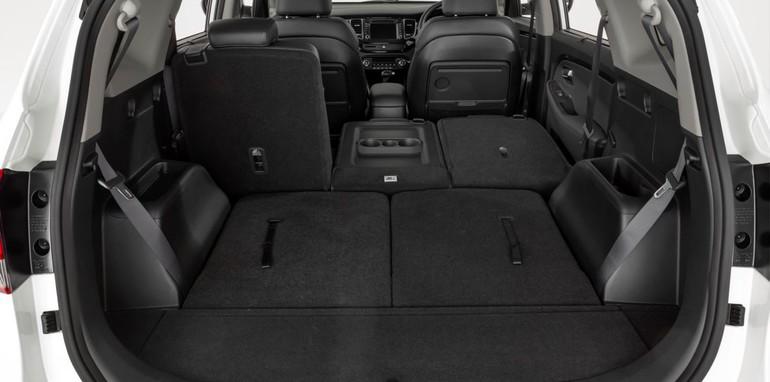 MY14 Kia Rondo seating configuration.