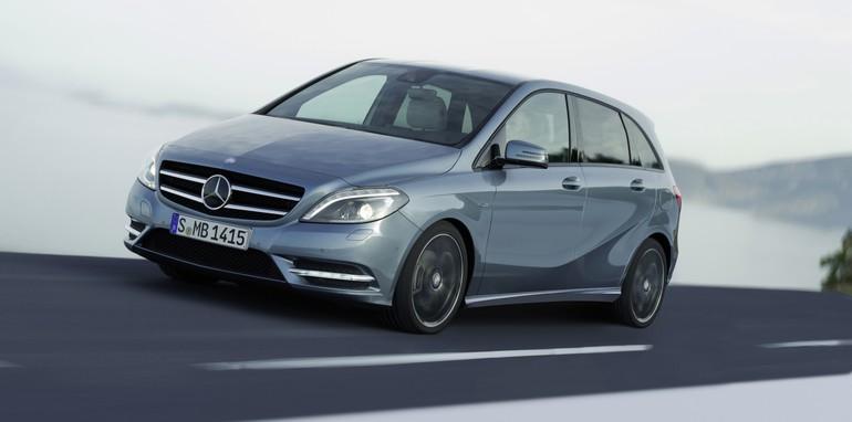 Mercedes-Benz B200 CDI driving