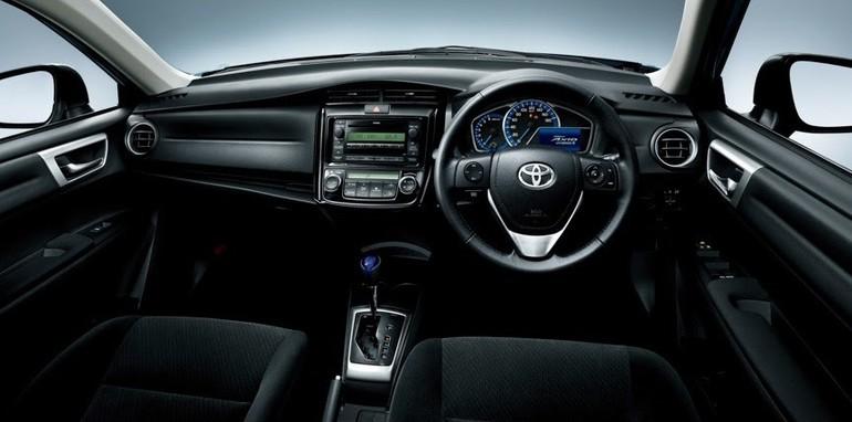 Toyota Corolla Axio Hybrid - 3