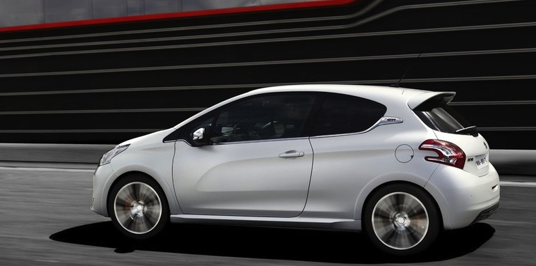 Peugeot 208 GTI profile
