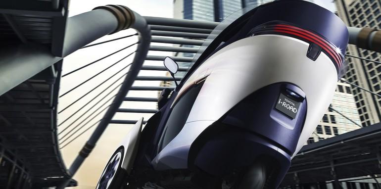 Toyota i-Road Concept - Cornering