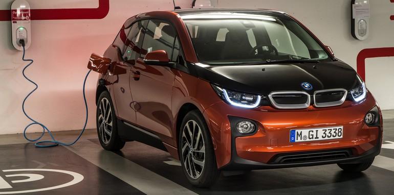 BMW i3 orange recharge bay