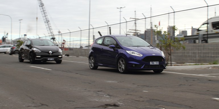Renault Clio RS200 v Ford Fiesta ST-26