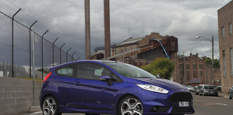 Renault Clio RS200 v Ford Fiesta ST-36