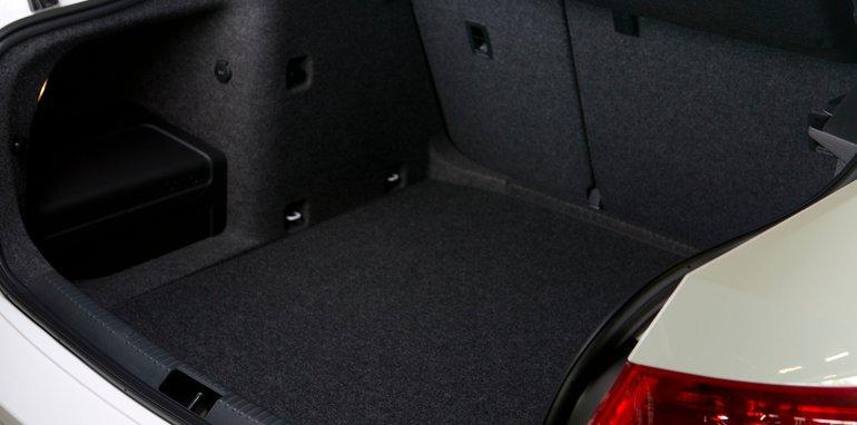 Mid-size Sedans - Skoda Octavia boot