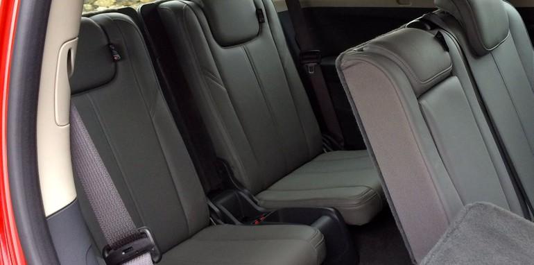 Holden Colorado 7 v Isuzu MU-X 15