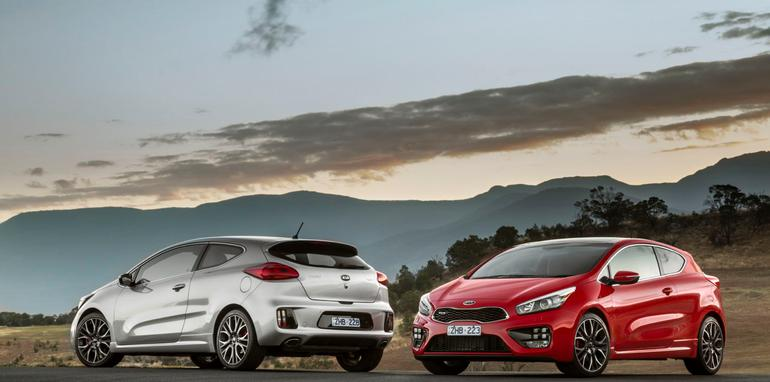 Kia pro_cee'd GT (left) & GT-Tech (right).
