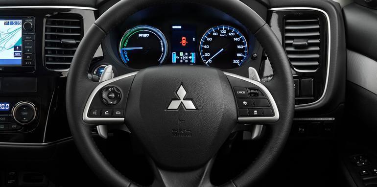 Mitsbushi Outlander PHEV steering wheel 1