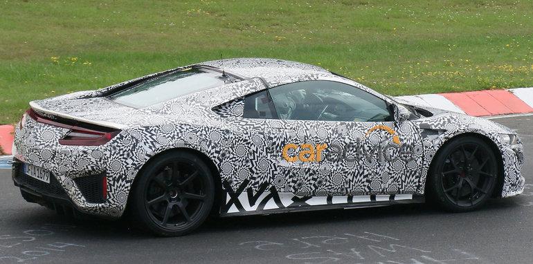 Honda NSX spied at Nurburgring - side and interior
