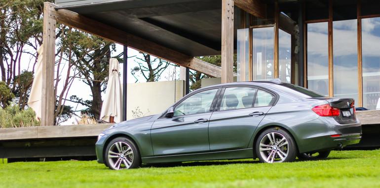 2014-BMW-320i-22