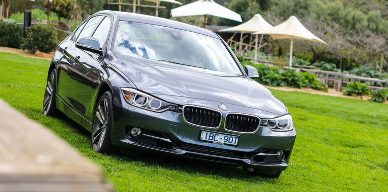 2014-BMW-320i-54