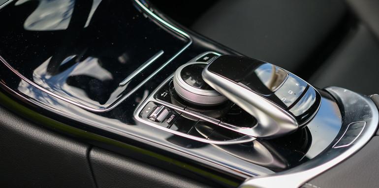 2014-Mercedes-Benz-C200-28