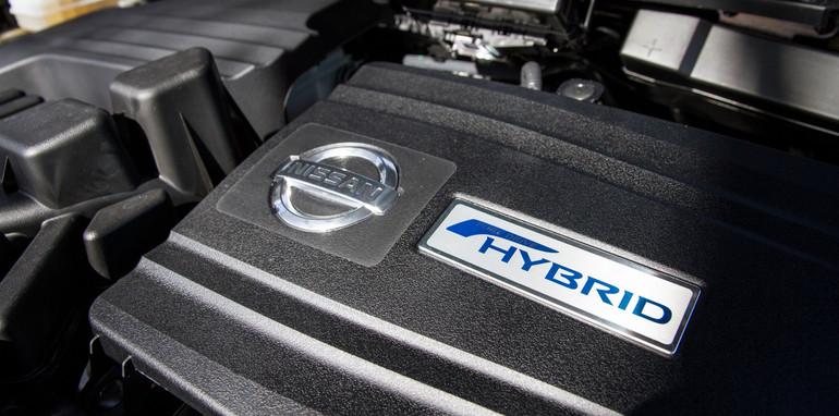 2014-nissan-pathfinder-hybrid-4WD-32