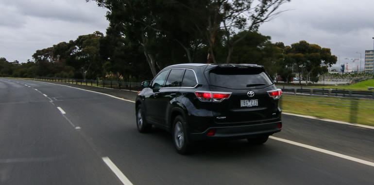 Nissan-Pathfinder-Hybrid-v-Toyota-Kluger-43