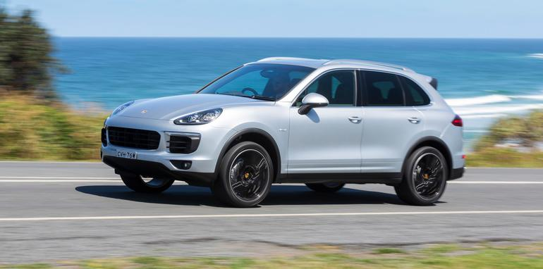 2015-Porsche-Cayenne-Review-040