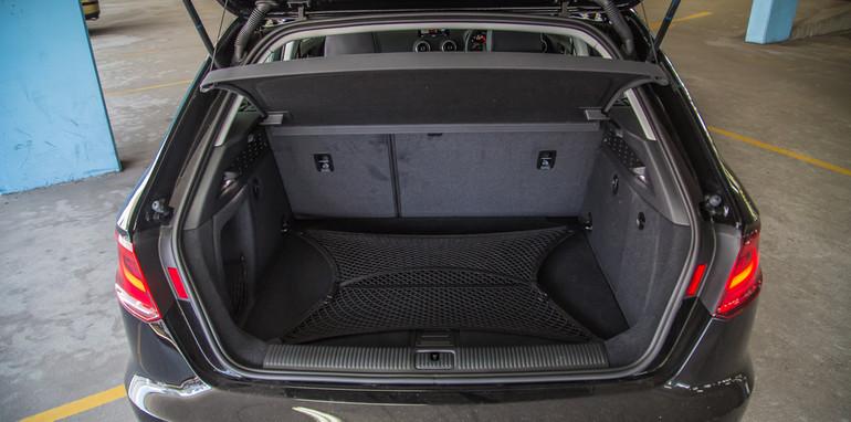 Mazda 3 Astina v Audi A3-21