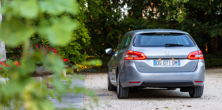 2014-peugeot-308-touring-7