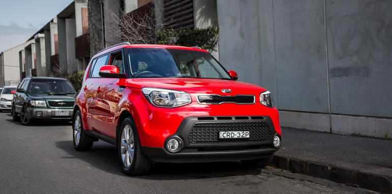 2014-kia-soul-red-manual-hatch-19