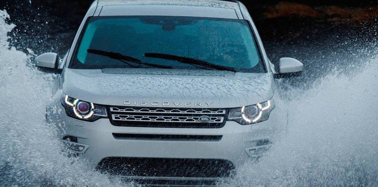 Land Rover Discovery Sport splash