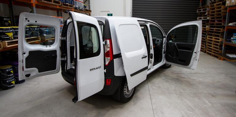 2015-january-small-vans-comparison-48