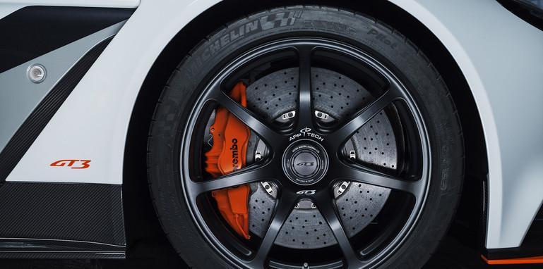 aston-martin-vantage-gt3-wheel