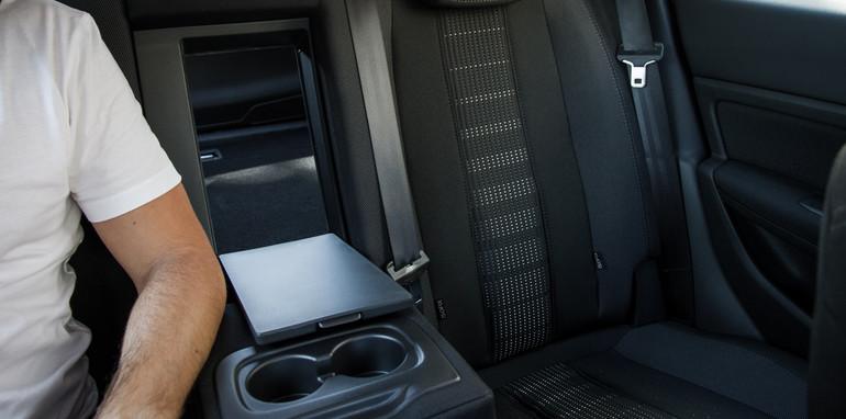 2015-VWvsPug-308vsGolf-wagons-comparison-49
