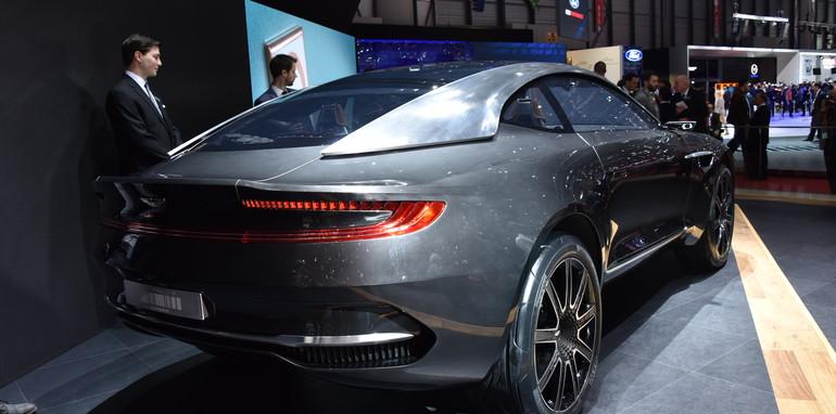 Aston Martin DBX_3