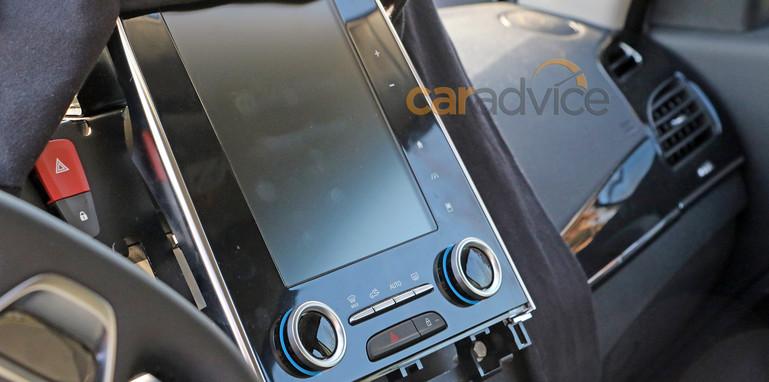 renault-sedan-spy-interior-4-screen