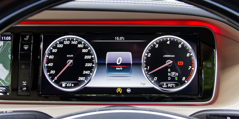 2015-bentley-v-mercedes-super-luxo-comparison-33