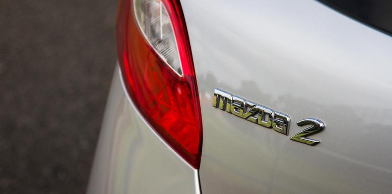 2015-mazda-2-maxx-old-V-new-comparison-2
