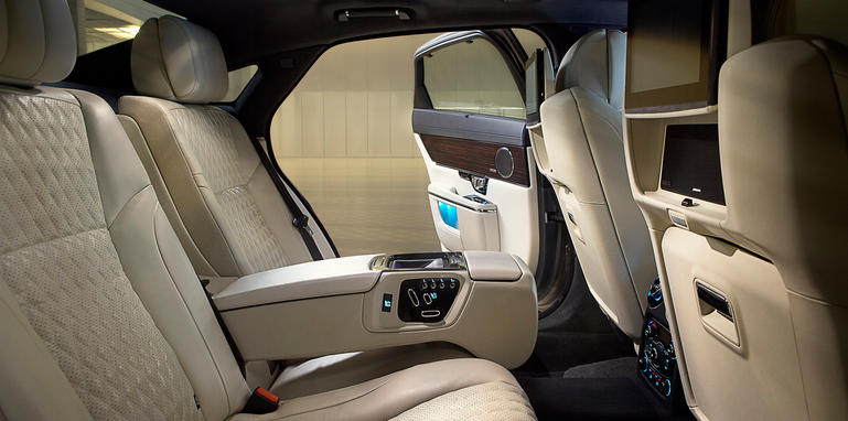 jaguar-xj-update-rearseats