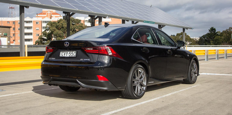2015-honda-accord-hybrid-toyota-camry-hybrid-lexus-is300h-hybrid-comparison-13