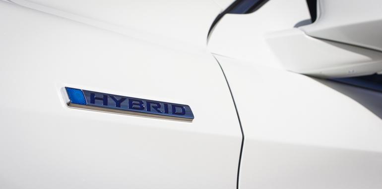 2015-honda-accord-hybrid-toyota-camry-hybrid-lexus-is300h-hybrid-comparison-25
