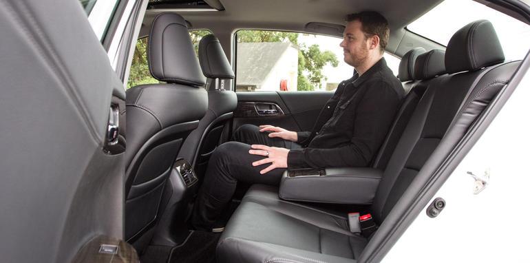 2015-honda-accord-hybrid-toyota-camry-hybrid-lexus-is300h-hybrid-comparison-46