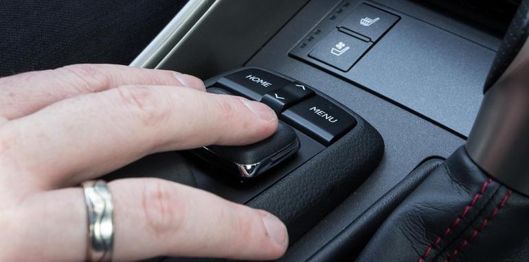 2015-honda-accord-hybrid-toyota-camry-hybrid-lexus-is300h-hybrid-comparison-61
