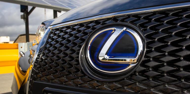 2015-honda-accord-hybrid-toyota-camry-hybrid-lexus-is300h-hybrid-comparison-7