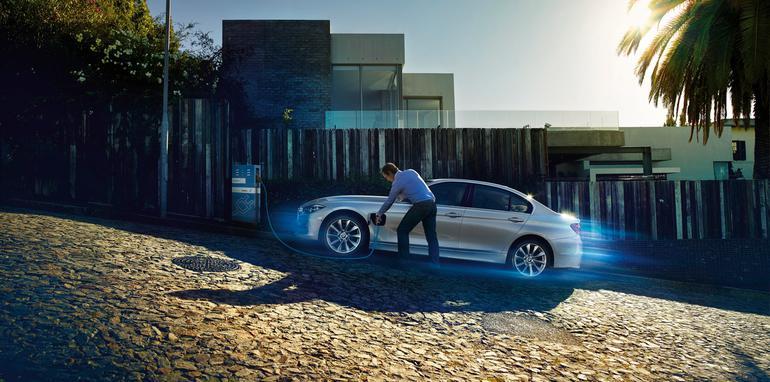 BMW-330e-Plugin-Hybrid - 3